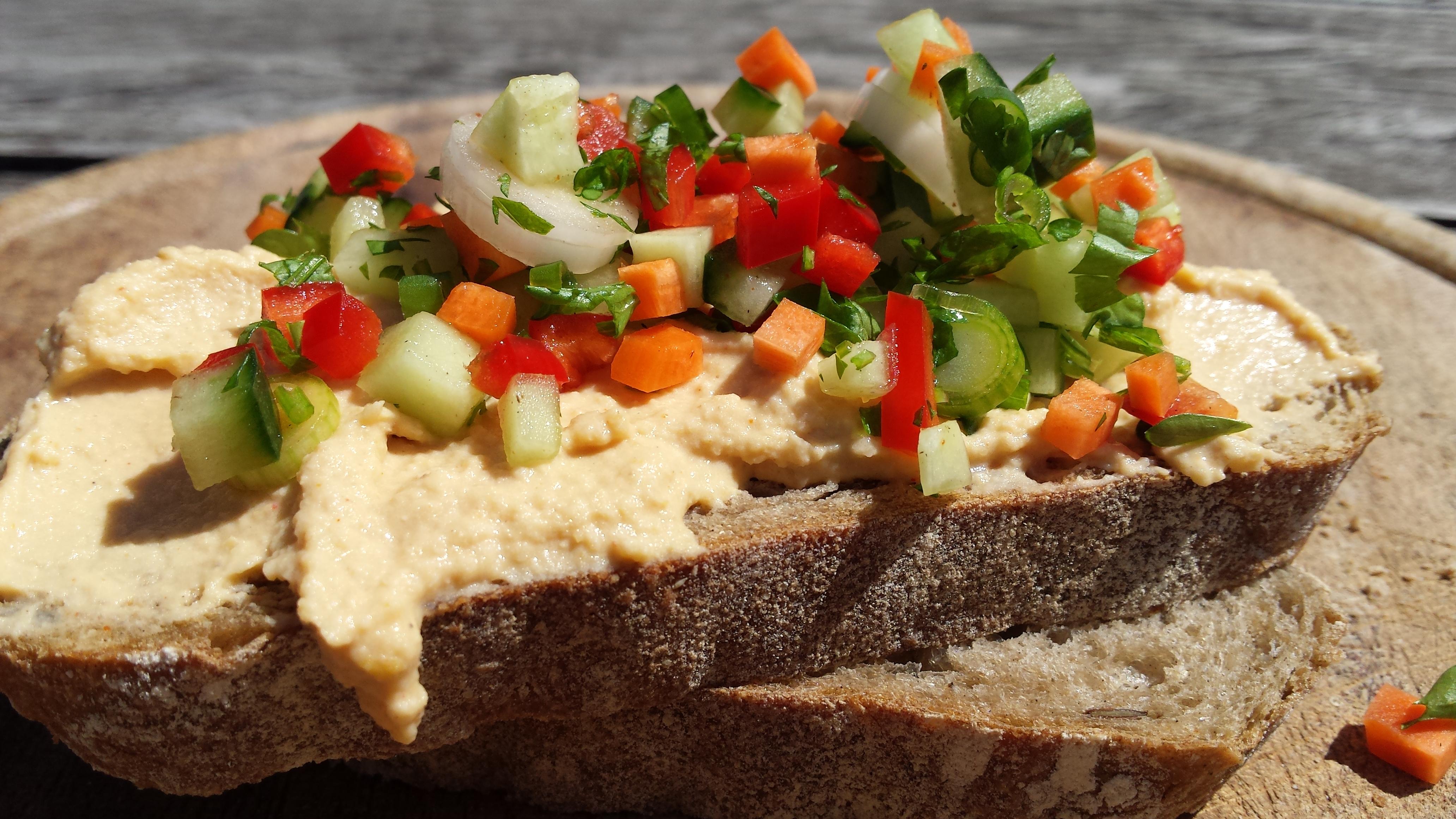 Arbeidsvitaminen – Sandwiches met citroen-humus en rauwkost