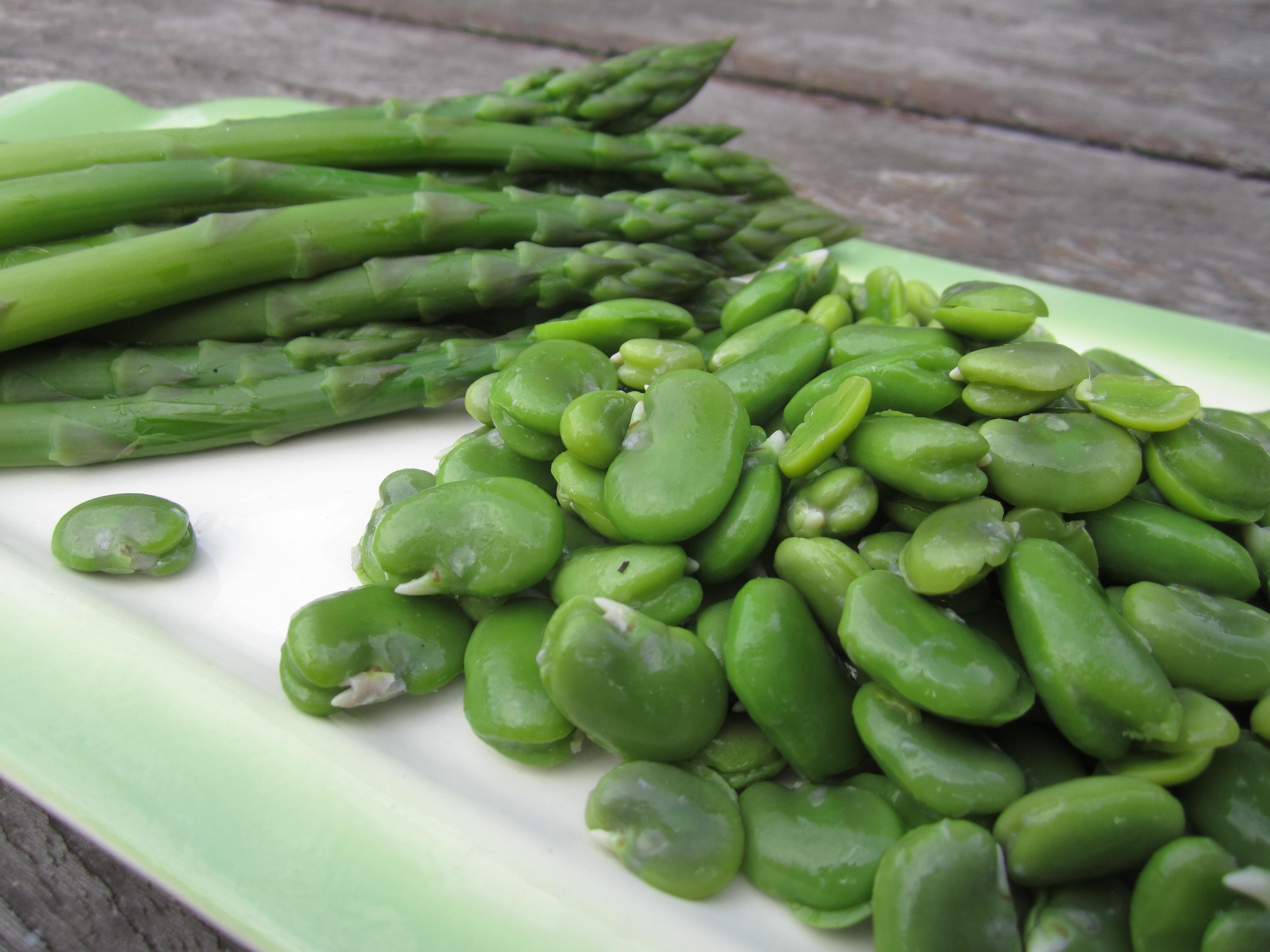 dubbel-gedopte tuinbonen en groene asperges